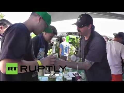 """USA: """"High times"""" at California's annual Cannabis Cup"""